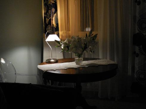 nastrojowy stolik z lampką
